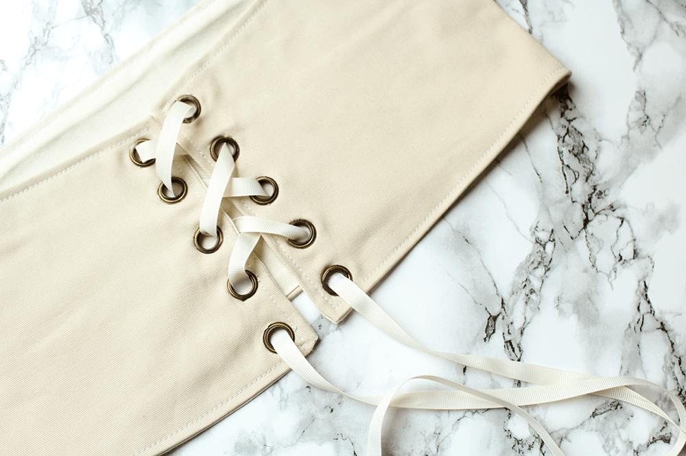 Nähanleitung für einen Taillengürtel im Korsett Look von Letters & Breads