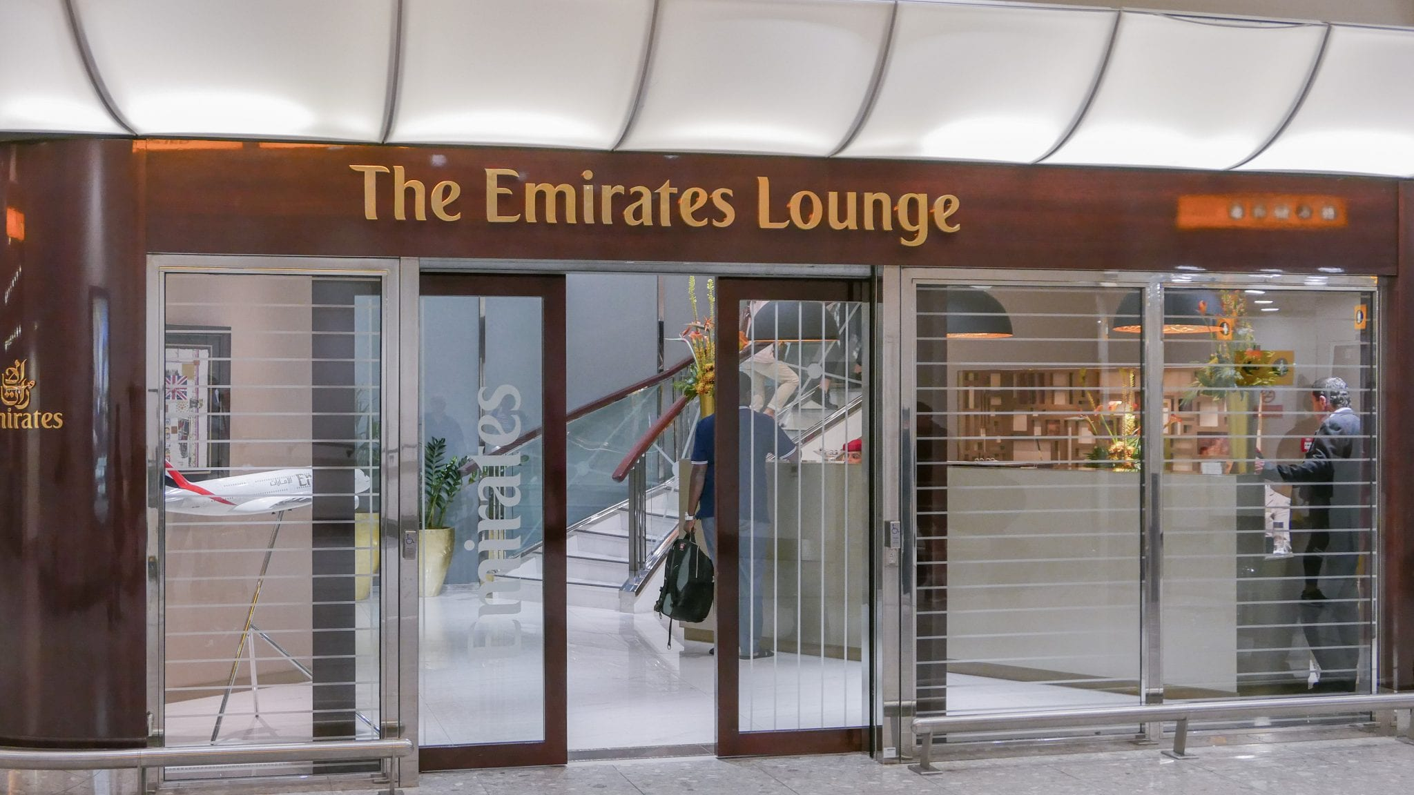 EK lounge 1 - REVIEW - Emirates Lounge : First and Business Class, London (LHR - Terminal 3)