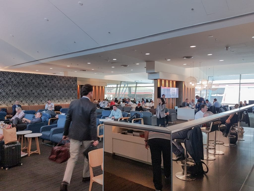 qf business lounge SYD