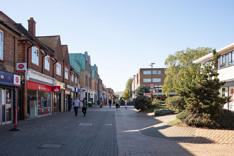 Paseo peatonal en el centro de Hatfield.