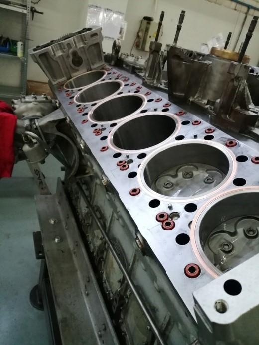 Motor con los pistones montados del Proyecto A 102