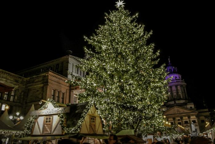 Gendarmenmarkt joulumarkkinat ja joulukuusi @ Marju Aavikko