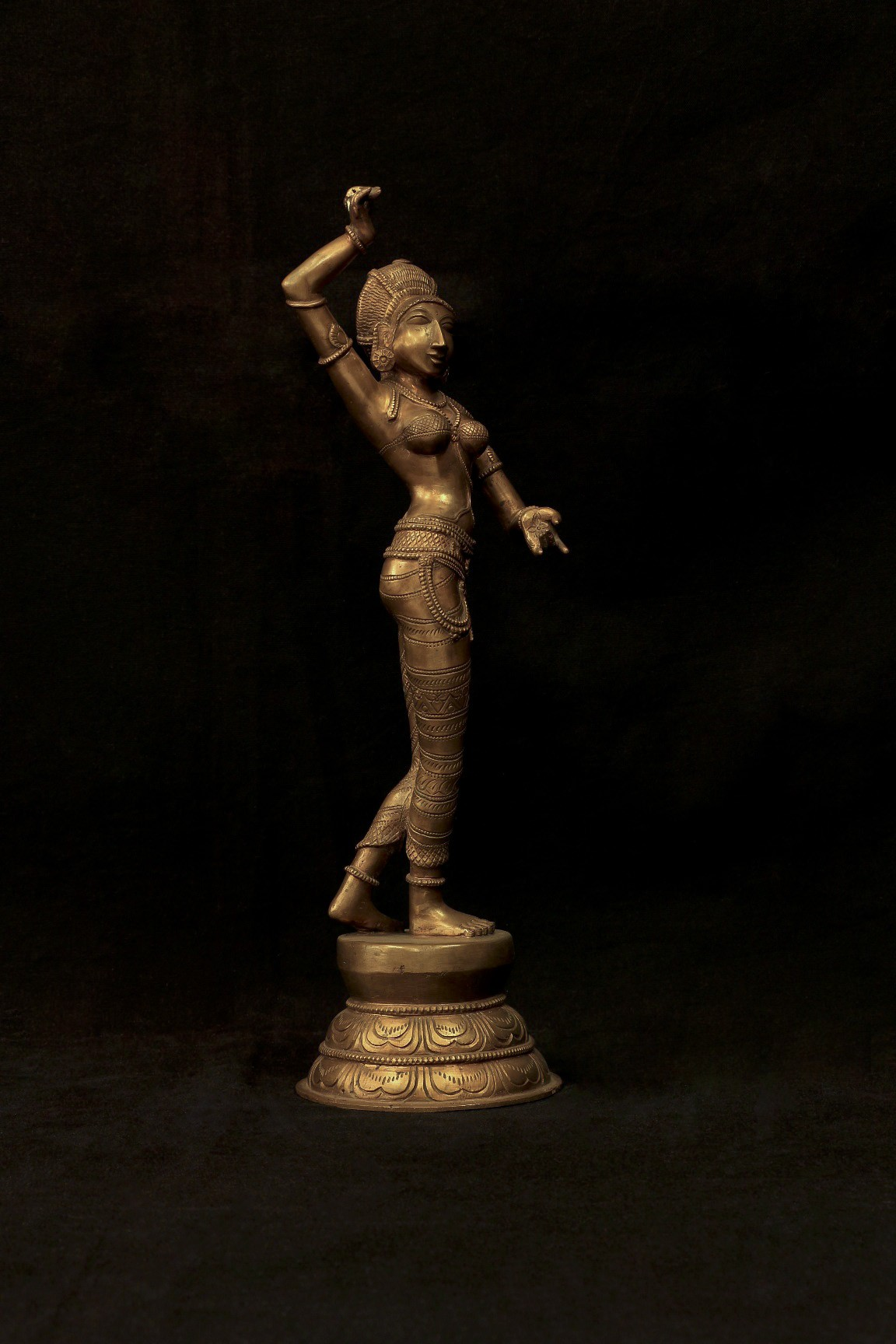 Apsara 16 Inch- Right View