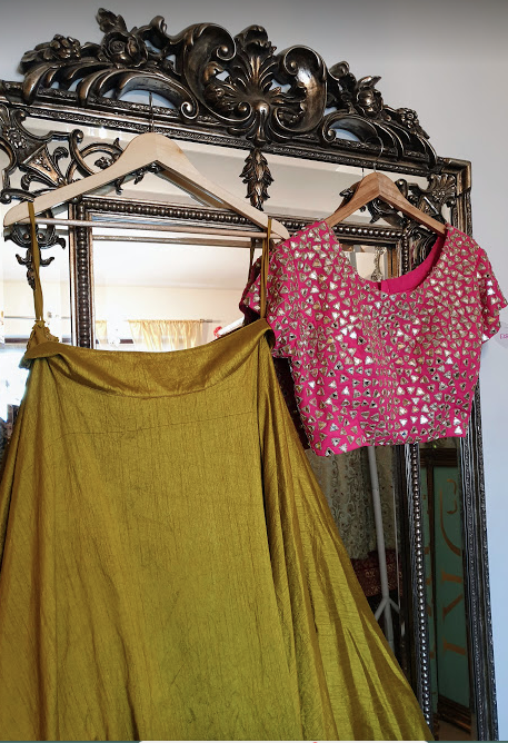 000-17 Mirror top with Lime skirt
