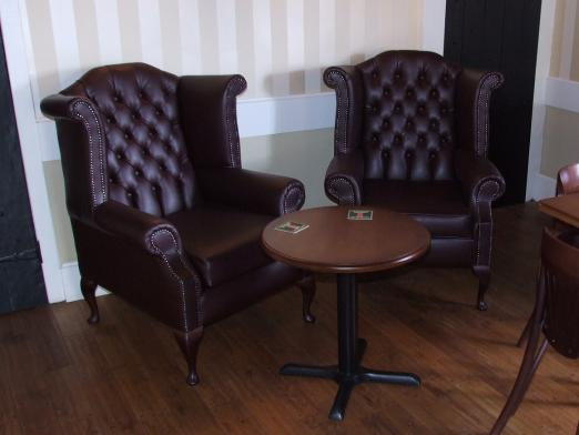 Deep-Buttoned-Pub-Seating-6