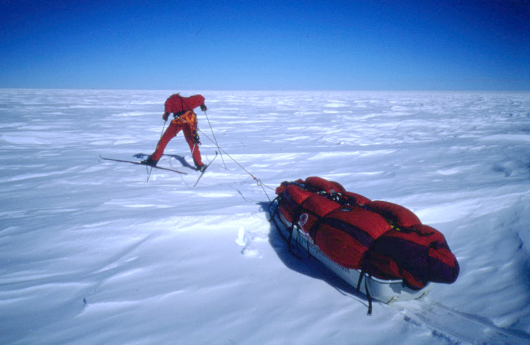 Picture of Liv Arnesen pulling a sled in Antarctica