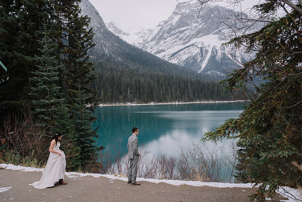 couple-first-look-emerald-lake