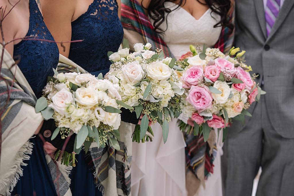 bridesmaids-holding-bouquets