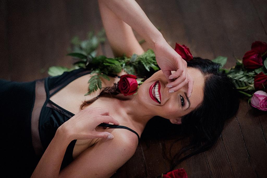Rose Filled Valentine's Day Boudoir Session   Viktoria