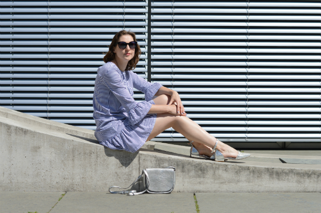 Stripes & Ruffles - me-made dress Burdastyle pattern 117 06/2017, silver Abro bag, Oscar de la Renta sunglasses, silver flats ... Sewionista.com ... Sewing ... Slow Fashion ... DIY