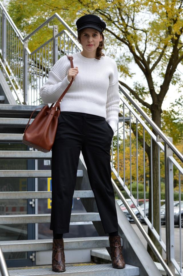 Herbst Outfit - selbstgenähte Culotte Schnitt Nr. 6 Fashionstyle/Knipmode März 2016, & Other Stories Pullover, PB 0110 Bucket Bag, Baker Boy Kappe, Stiefeletten mit Schlangenmuster ... Sewionista.com ... Nähen ... Slow Fashion ... DIY
