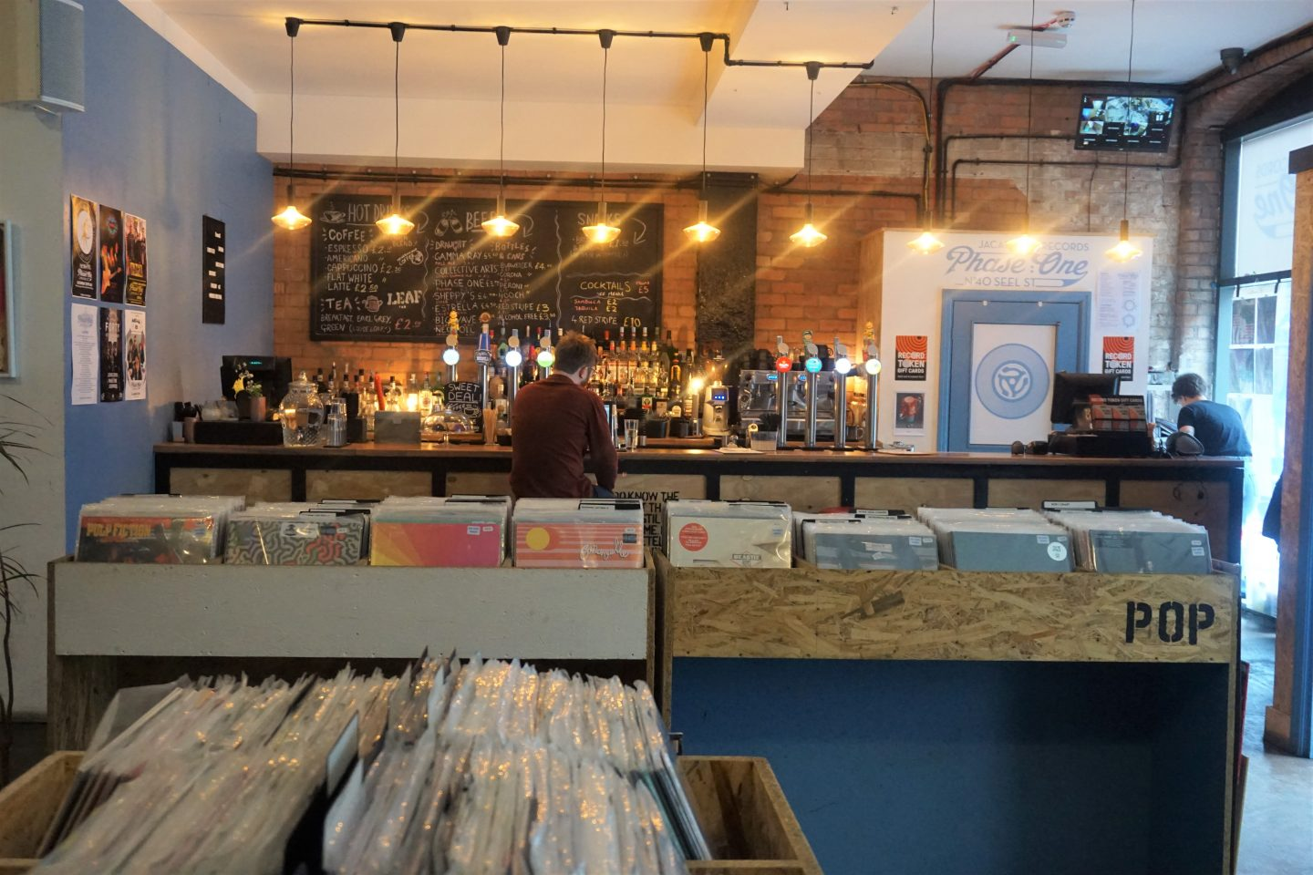 bar and records