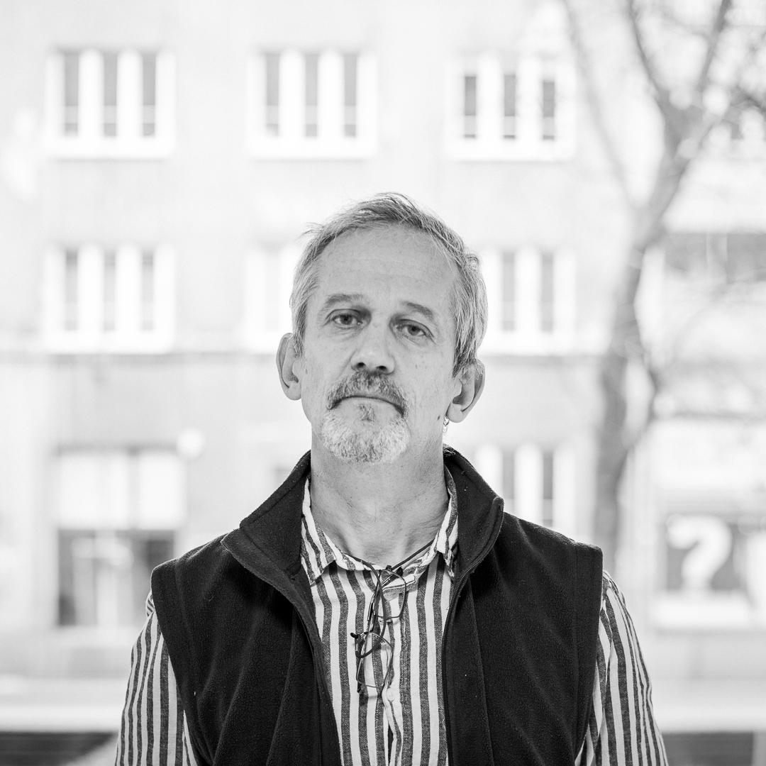 Dr Piotr Koperski
