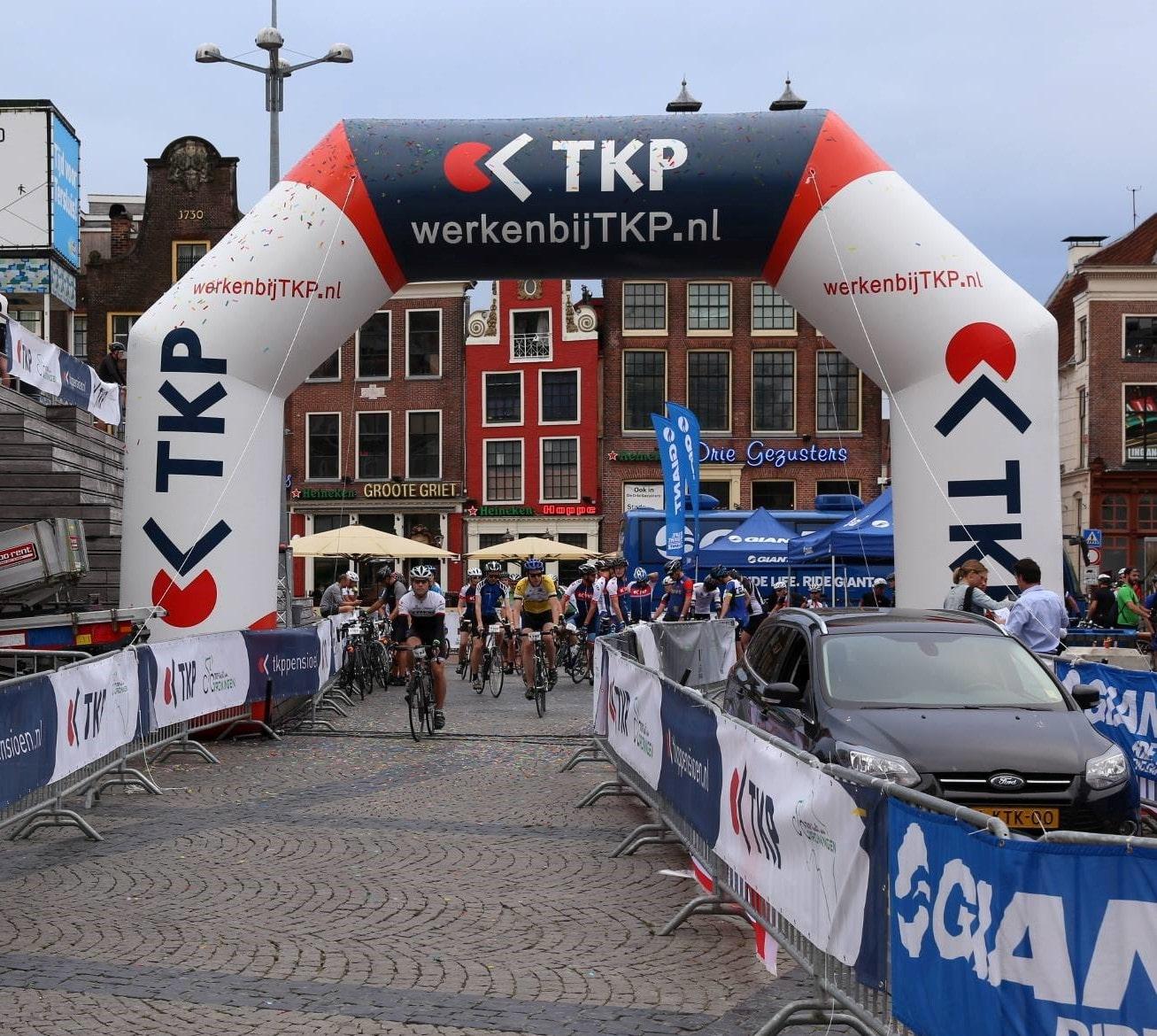 Opblaasbare boog op maat laten maken voorbeeld TKP door Opblaasbarebogen.nl