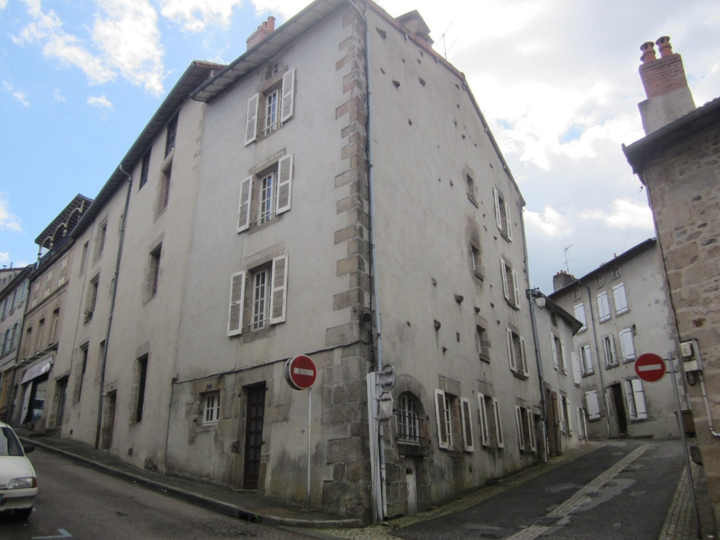 €33,5k Bourganeuf Village House for sale in France