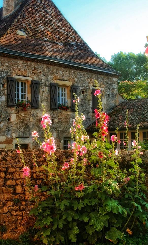 houses to buy in France under 50 000; Holiday home in France, Property for sale in France, Property under 50000 in France, Gites in France, stone barn for sale in France, restore old barn in France, cheap property for sale in France