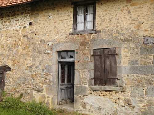 28k French Farm House For Renovation