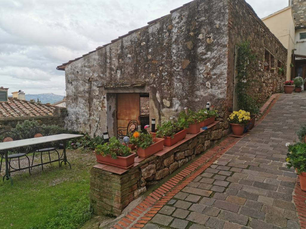 Luxury Holiday home for sale in Italy, house for sale in Italy, buy a house in Italy, Italy Farmhouse to restore, house for sale in Italy, House for sale in Tuscany, Move to Italy