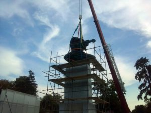 Sprejom po spomeniku zahvalnosti Francuskoj na Kalemegdanu