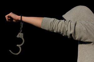 Uz pretnju oružjem opljačkali kladionicu u Kotežu