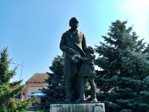 Spomenik Jovanu Jovanoviću-Zmaju u Sremskoj Kamenici