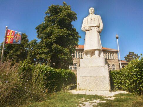 Spomenik Karađorđu u Orašcu