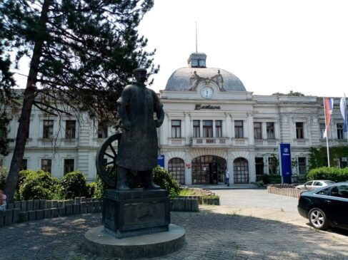 """Skulptura """"Livca"""" u Kragujevcu"""