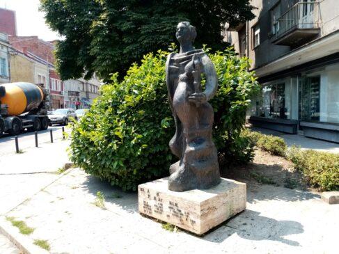 Spomenik prvoj Štafeti u Kragujevcu