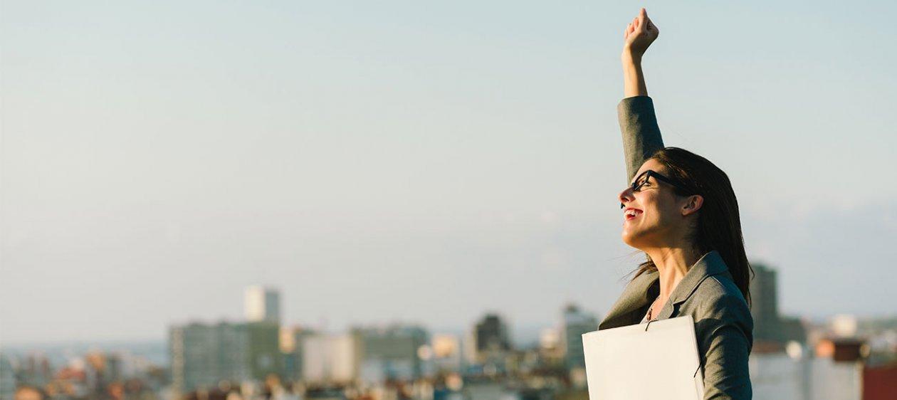 Una mujer liderando en una multinacional