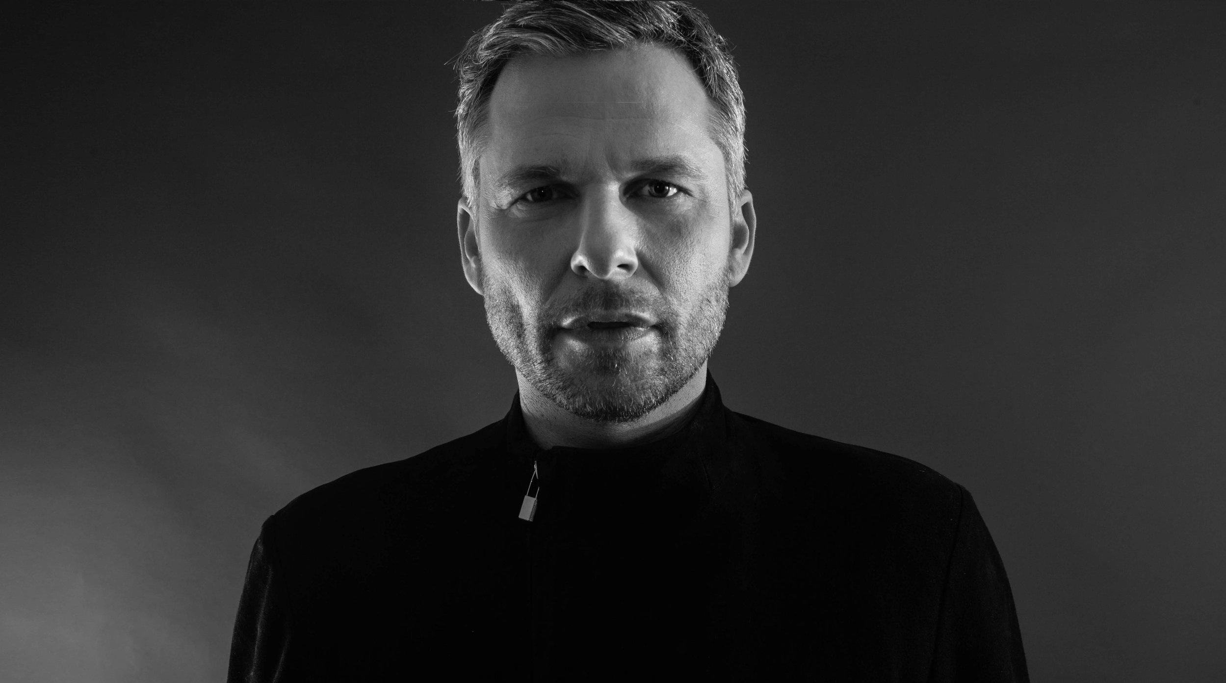 tINI - Blond Galipette (Martin Buttrich Remix) [TECH-HOUSE] Remixing tINI's Desolat-released 'Blond Galipatte', Martin Buttrich brims his engineering skills on full display, demonstrating his penchant for groove. This is a banger.