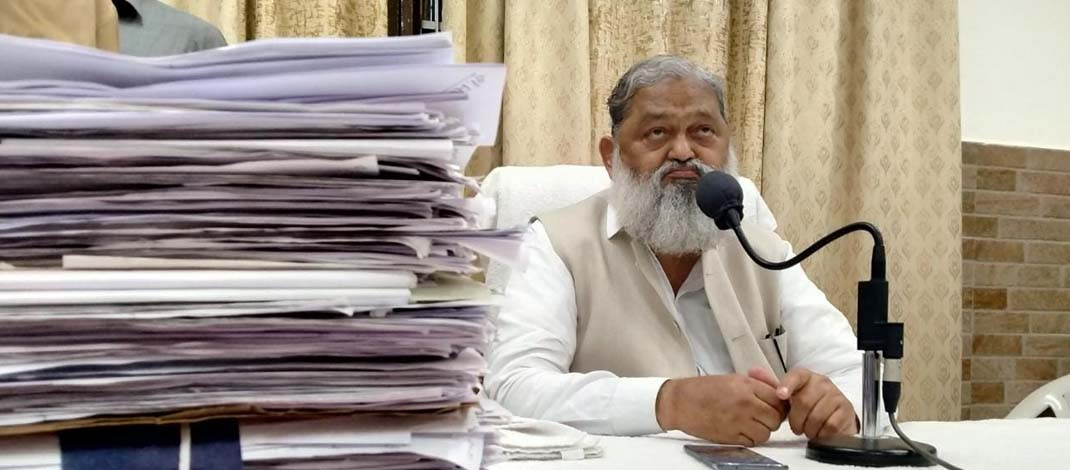 गृह मंत्री अनिल विज ने अधिकारियों को चेताया : उनके यहां से भेजी गई शिकायत पर यदि कोई लापरवाही बरतेगा तो होगी कार्रवाई