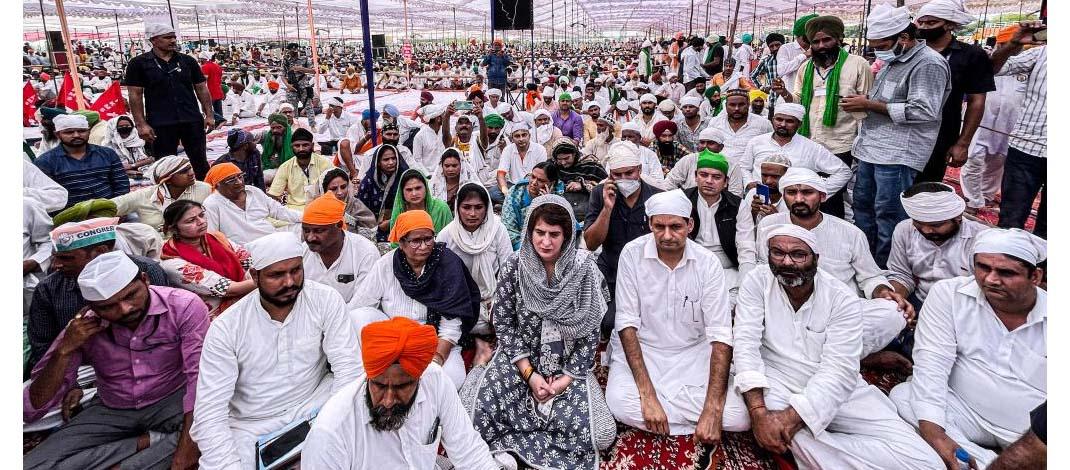लखीमपुर खीरी घटना के शहीद किसानों की अंतिम अरदास में प्रियंका गांधी भी पहुंची