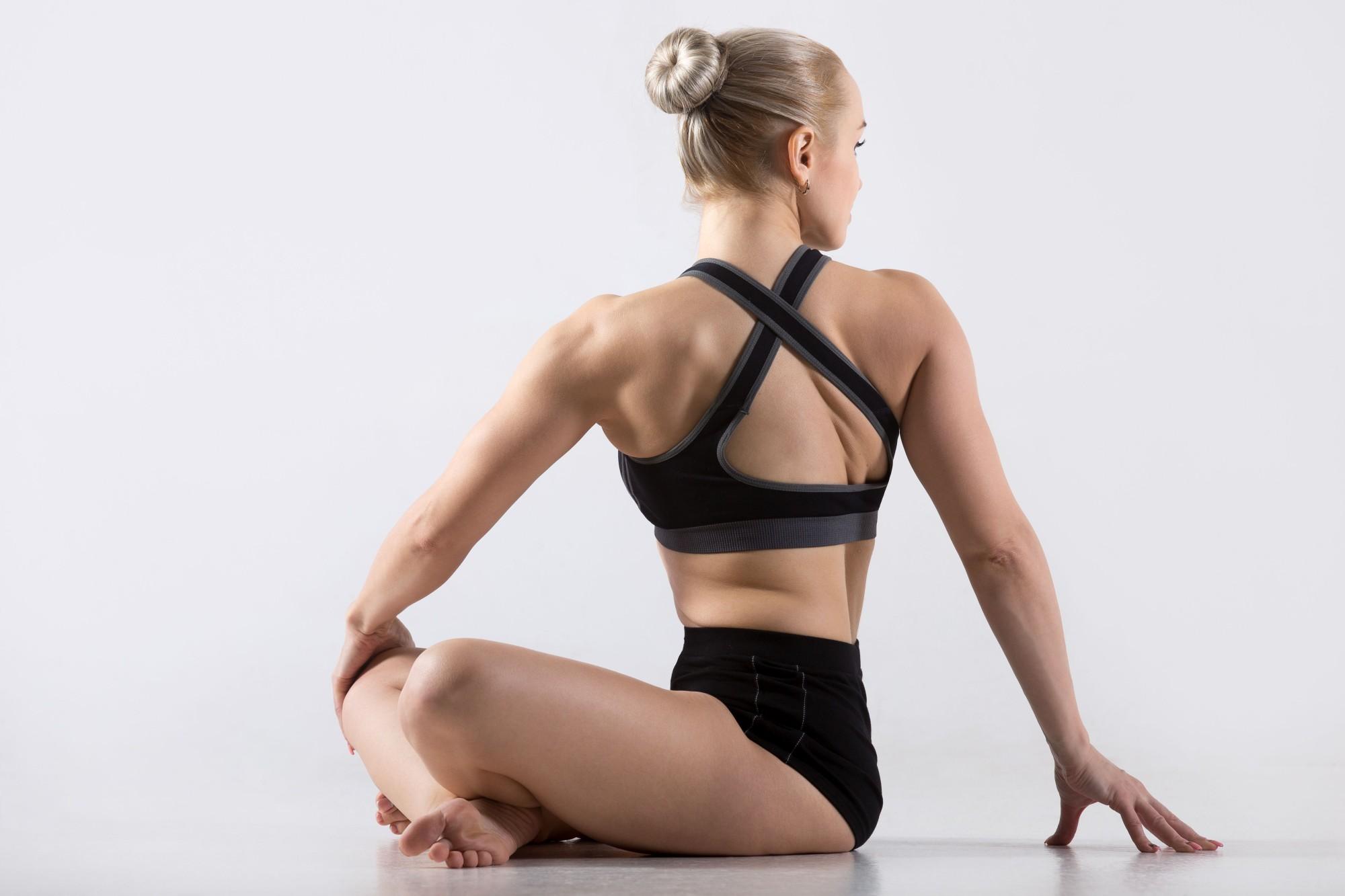 Daha iyi bir uyku için Yoga – #3 Parivrtta Sukhasana