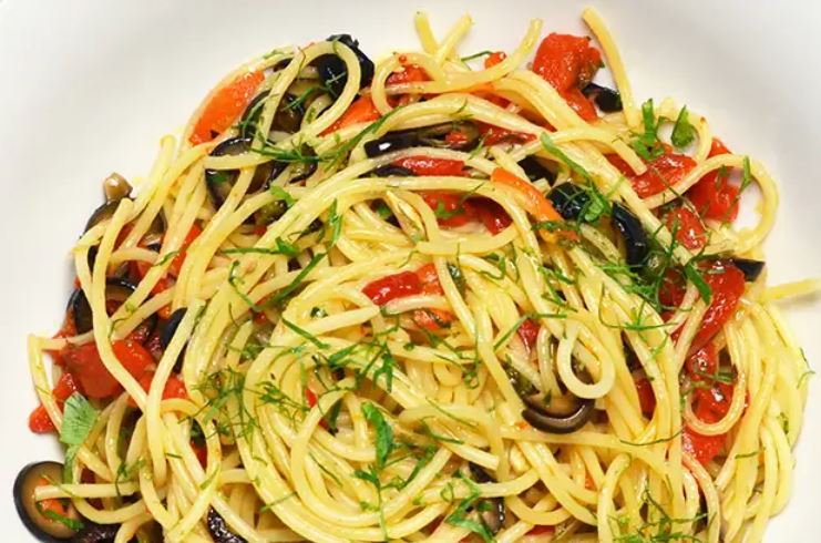 spaghetti with olives, capers and peppers
