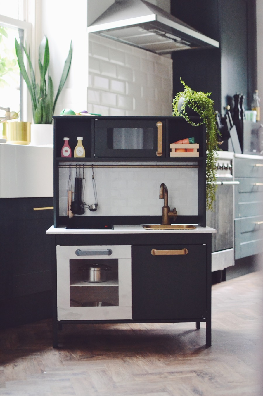 DIY Ikea play kitchen Duktig hack