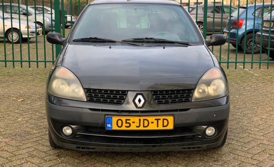 Renault Clio 1.2 RN 3DR 2002 Zwart NIEUW APK & KOPPELING