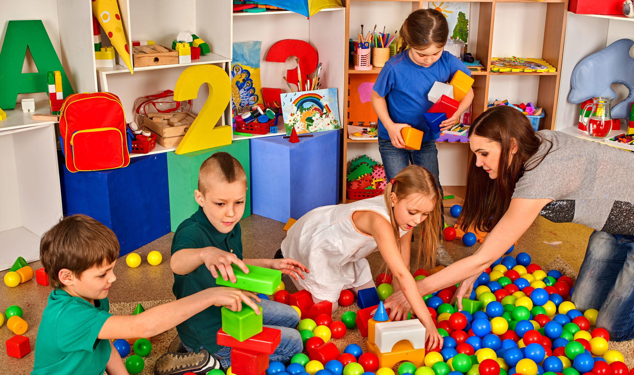 Children,Playing,In,Kids,Cubes,Indoor.,Lesson,In,Primary,School.