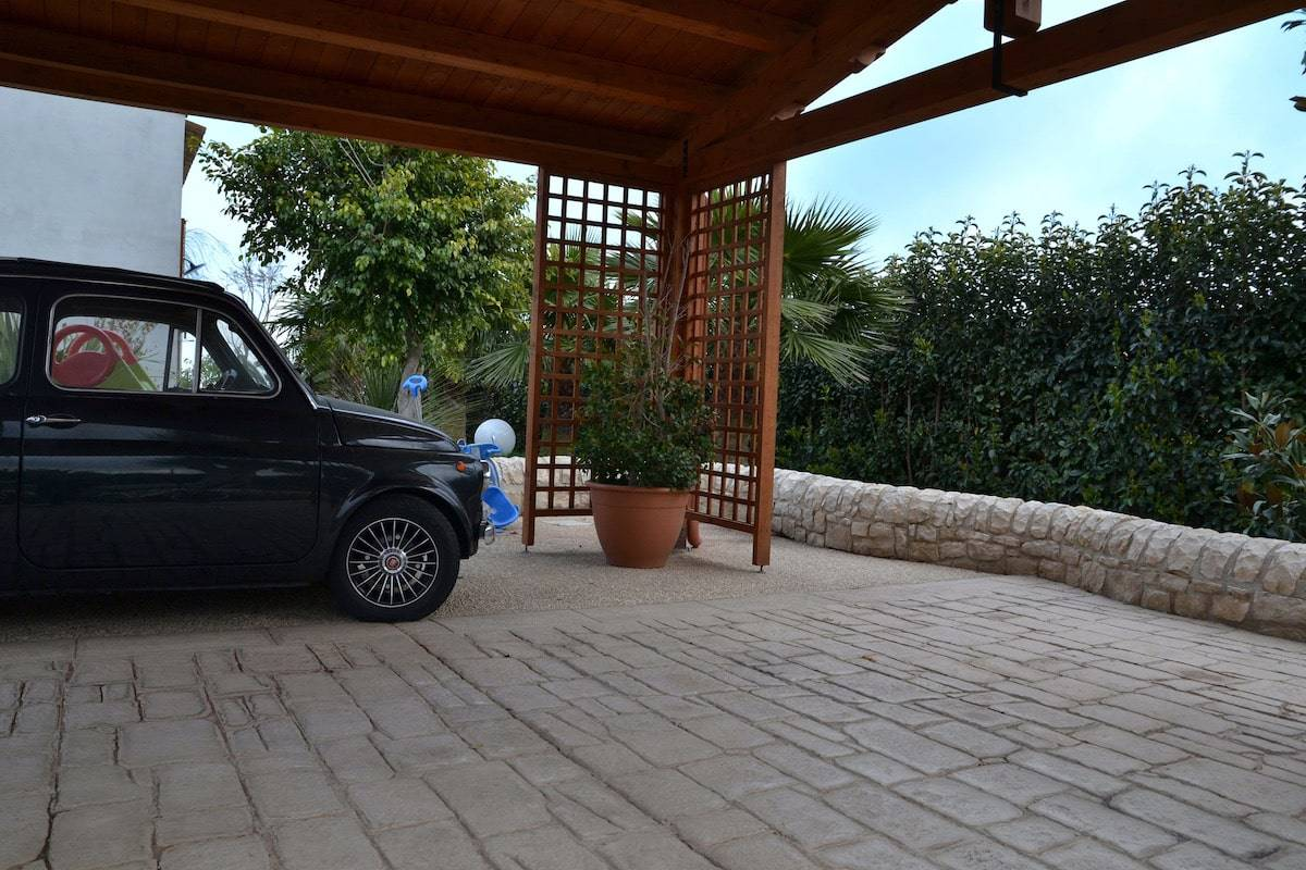 10 posto auto con copertura / Basole modicane e Ghiaia a Vista / Color pietra