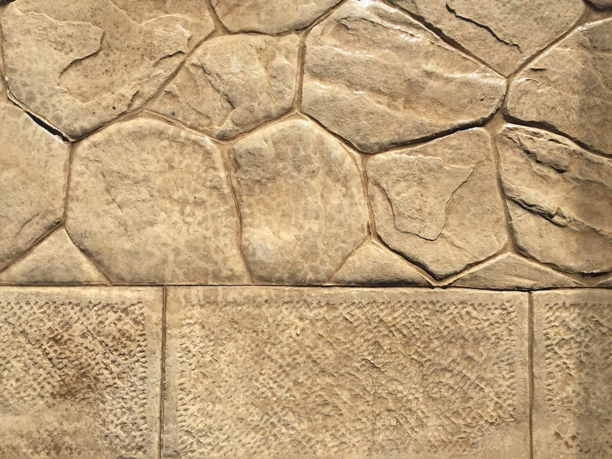 20 particolare spazio esterno / Finitura opus incertum (pietra irregolare) / Colore nocciola