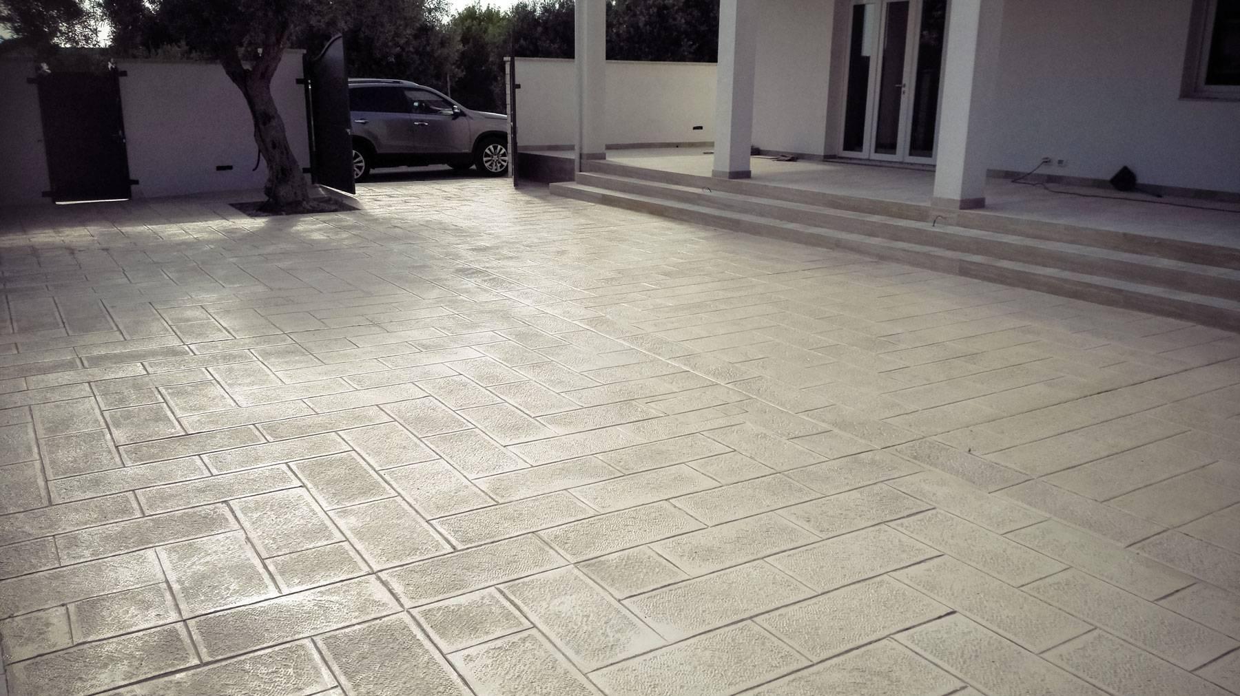 36 spazio esterno villa / Finitura pietra bucciardata / Colore pietra modicana