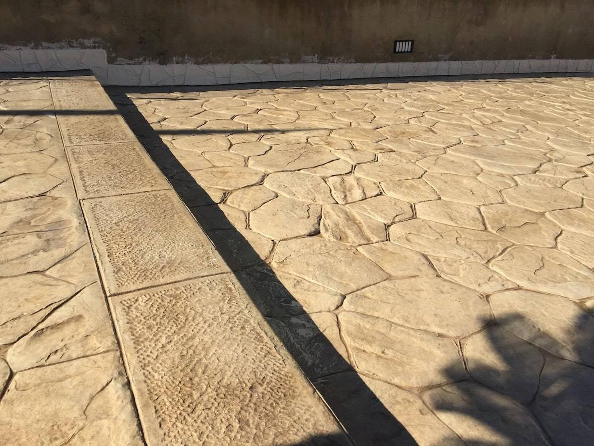 19 Spazio esterno / Finitura opus incertum (pietra irregolare) / Colore nocciola