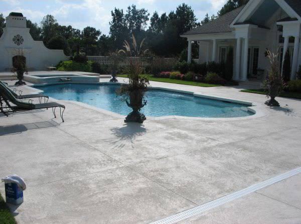 46 spazio esterno bordo piscina / finitura roccia naturale / colore grigio