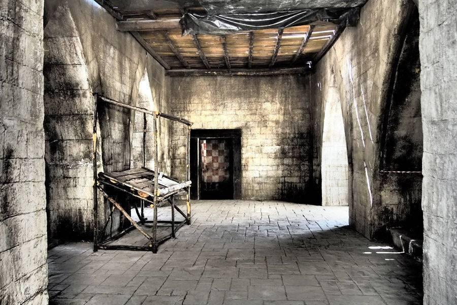 45 spazi interni cascina /finitura ardesia bugnata / colore grigio