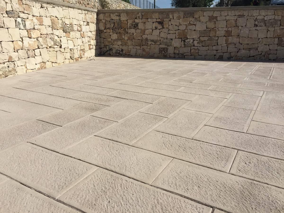 7 Piazzale / Finitura pietra bucciardata regolare/ Color bianco