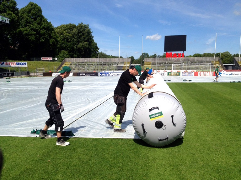 Groundcrew deploying Matchsaver air rollers at Halmstads