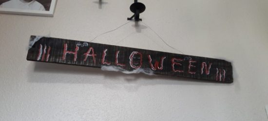MAKE-A-HALLOWEEN-SIGN