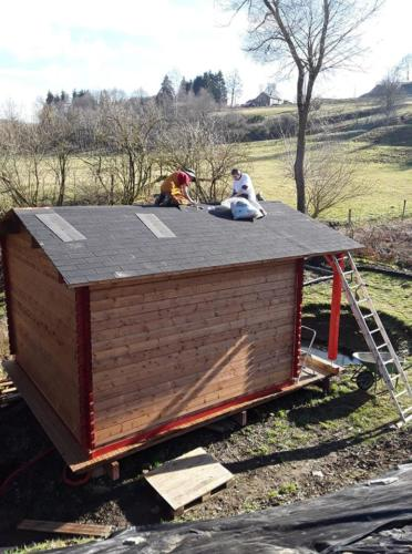 Feb 2019: With the help of An. Sabbamitta, the roof is finished.