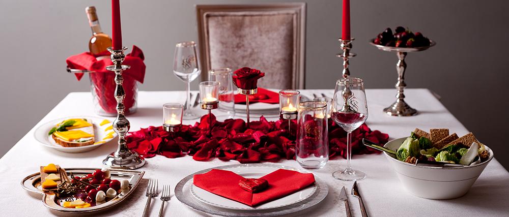 Sevgililer Günü'nde Romantik Bir Sevgililer Günü Sofrası Hazırlayın!