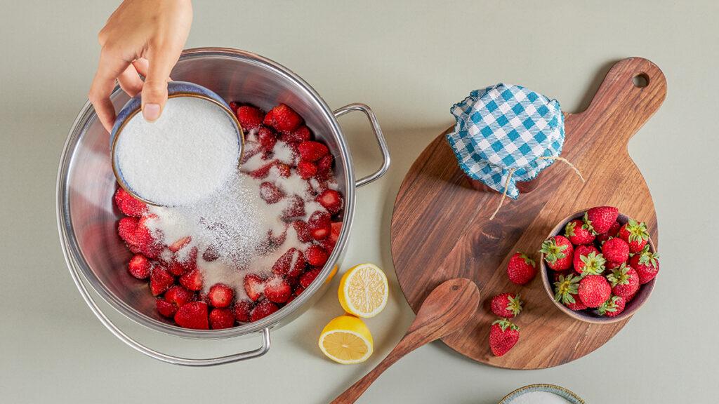 Kışa Hazırlık: Çilek Reçeli Tarifi