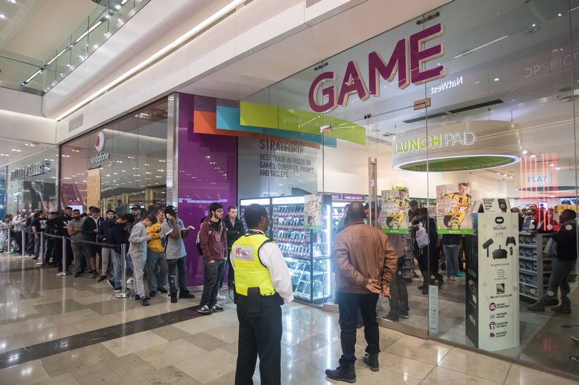 fans-queue-outside-the-game-store-in-westfield-stratford-city-for-the-midnight-launch-of-fifa-17